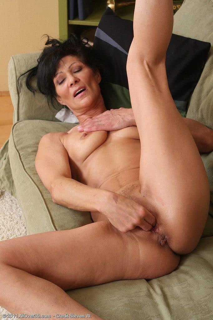La Madre De Mi Novia Desnuda En Unas Fotos Picantes -2224